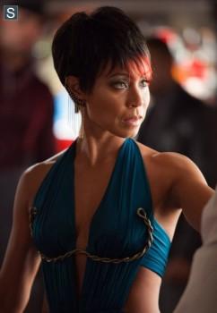 Jada Pinkett Smith Gotham season 1 ep 3 photo dress