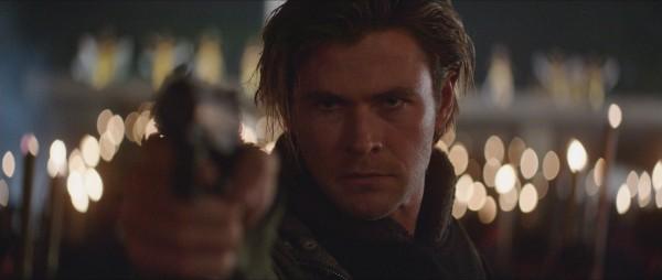 chris-hemsworth-blackhat-movie-photo gun