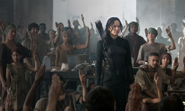 the-hunger-games-mockingjay-part-1-jennifer-lawrence goes to war