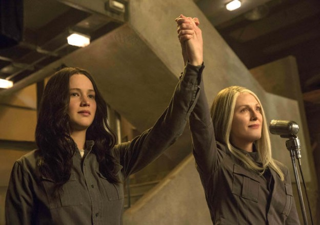 Jennifer Lawrence as Katniss with Julianne Moore as Coin Hunger games mockingjay photo