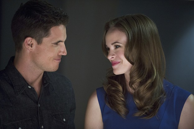 The-Flash-season-1-episode-3-Ronnie-Caitlin Robbie Amell Danielle Panabaker