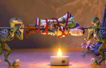toy-story-that-time-forgot-still Buzz and Woody on stick over fire