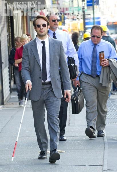 daredevil-netflix-show-charlie-cox-at matt murdock lawyer in street