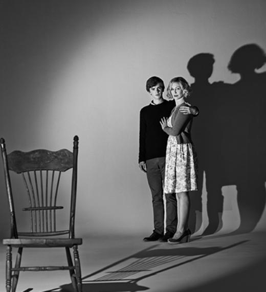 Freddie Highmore Vera Farmiga bates motel season 3 promo pic