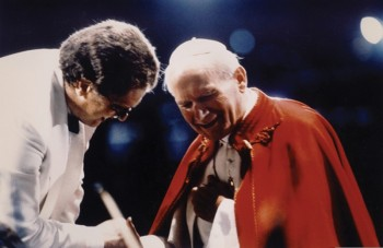 Sir Gilbert Levine, conductor of A Celebration of Peace Through Music, with Pope John Paul II    Photo credit: Courtesy of Sir Gilbert Levine
