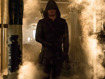 Stephen Amell returns Arrow season 3 photo