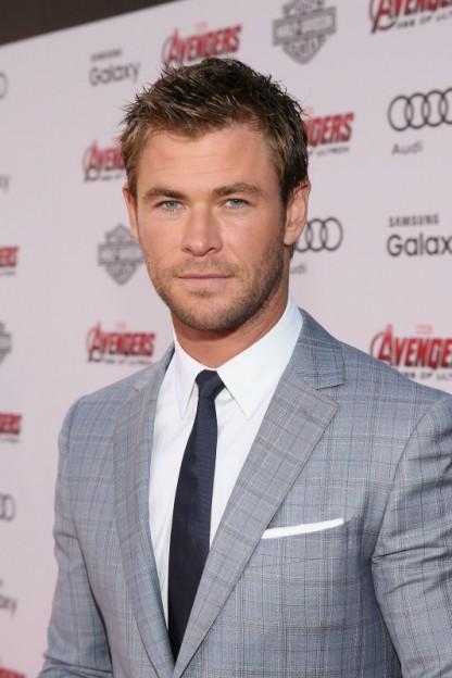 Chris Hemsworth Avengers Age of Ultron world premiere white banner