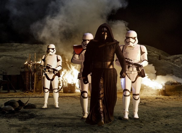 star-wars-the-force-awakens-kylo-ren- stormtroopes Jaaku attack photo