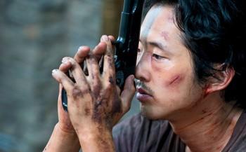 Steven Yeun The Walking Dead with gun photo