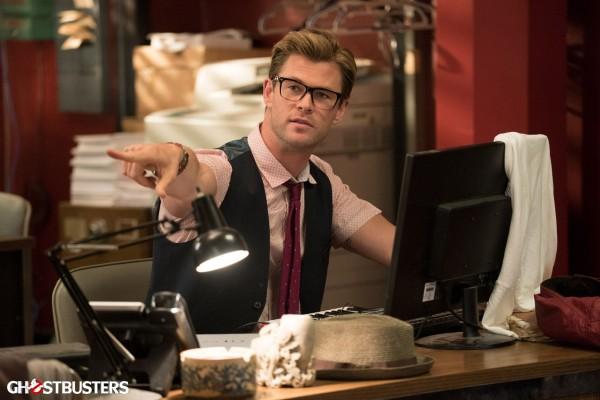ghostbusters-photo-chris-hemsworth-as kevin-the secretary