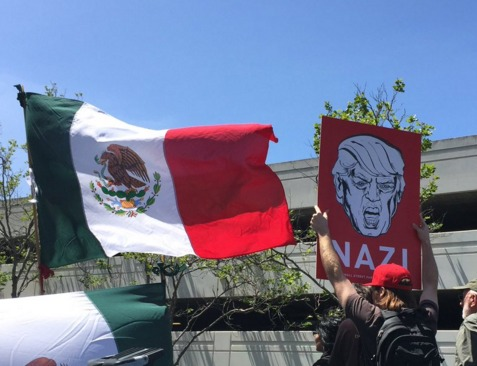 Angry Trump protesters in California photo/twitter Davey Alba (@daveyalba)