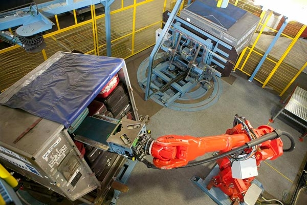 Ahkera baggage handling robot promo photo
