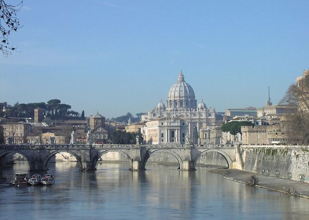 St. Peter's Basilica  photo/ Sébastien Bertrand from Paris, France