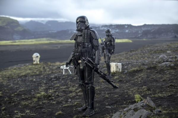 rogue-one-a-star-wars-story-black trooper-600x400