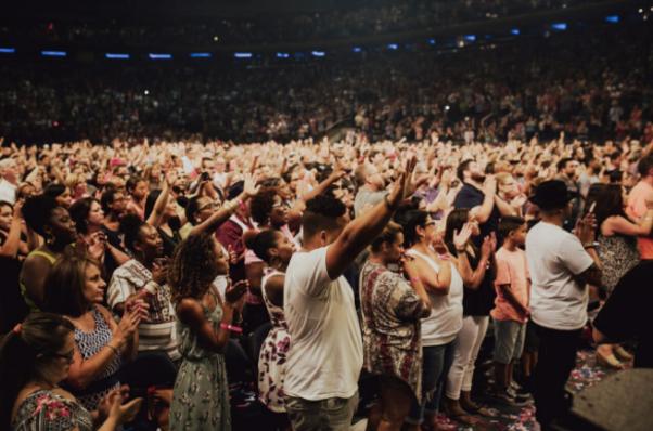 audience-at-chris-tomlin-worship-night-in-america