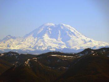 Mount Rainier photo/ pixabay user: skeeze